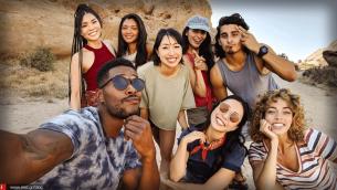 Tα iPhone του μέλλοντος θα μπορούσαν να ενώνουν πολλές selfies σε μία ομαδική φωτογραφία!